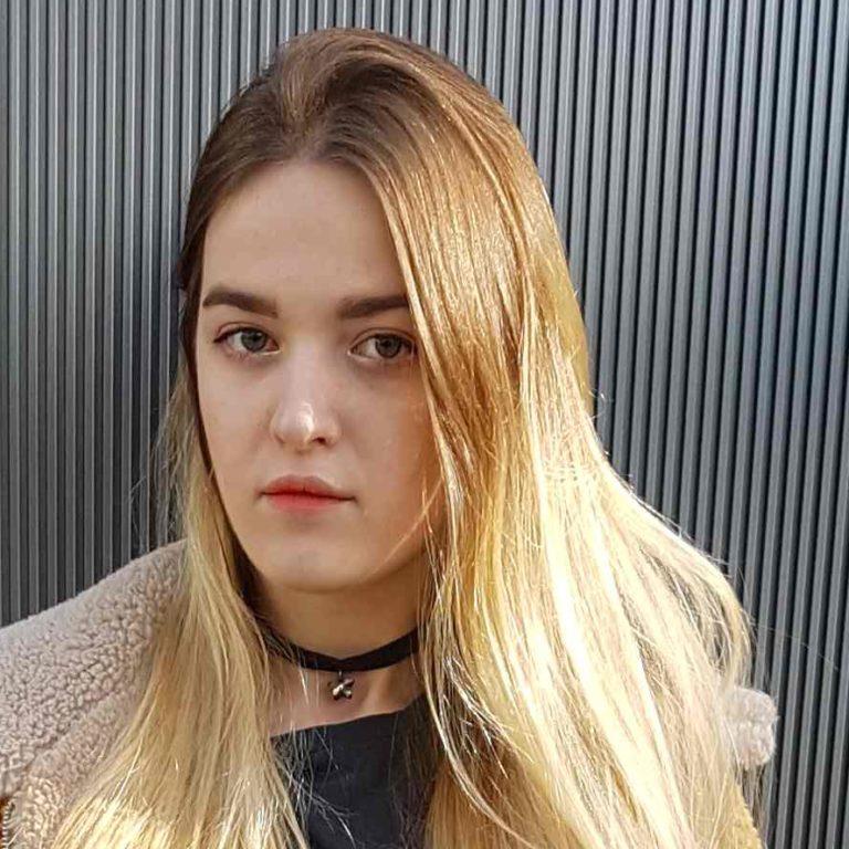 ウクライナ出身外国人女性モデル アレックス